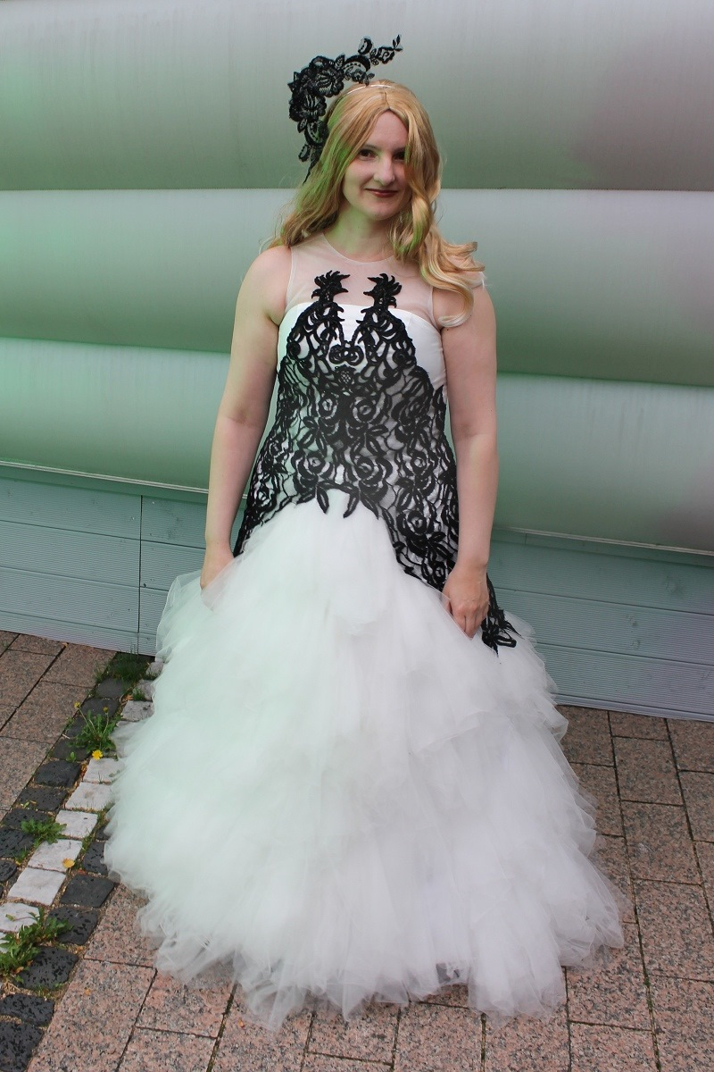 Fleur delacour wedding dress alexander mcqueen for Fleur delacour wedding dress